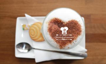CHOCOLATE QUENTE:   Amamos    Por isso selecionamos 6 receitas fáceis para fazer em casa!!